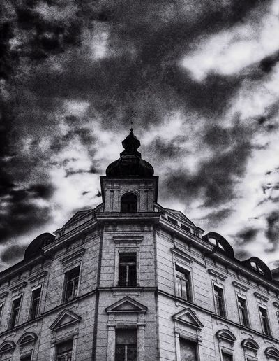 Simetry Cityscape City Geometry Black & White Sky And Clouds The Architect - 2015 EyeEm Awards Streetphoto_bw Clouds