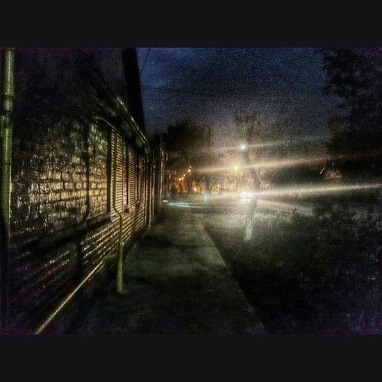 Ночь Азов деревья дома свет небо темно мрак мрачно snapseed night nighttime Azov trees houses sky dark darkness lights pavement brick reflection