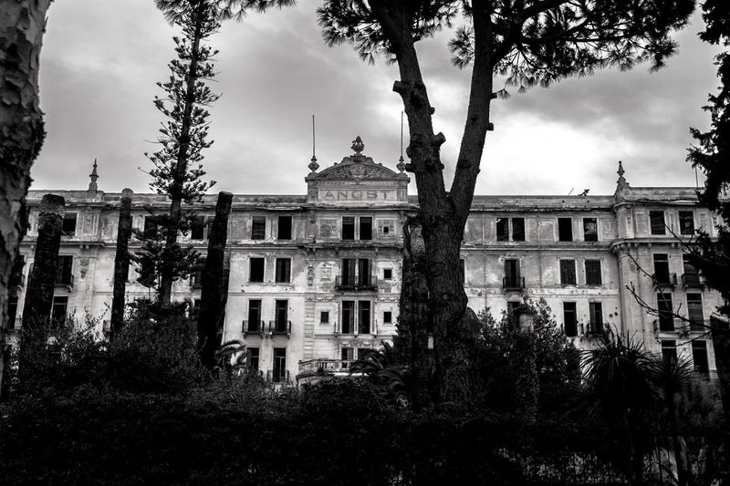 Architecture Tree Building Exterior History Built Structure Façade Outdoors Italy Hotel Lostplace Lost Place Hotel Angst