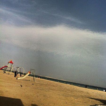تجمع الأهل وروعة الجو تعطي شاطئ نصف القمر ذائقه خاصه  تصويري  عدستي  عرب_فوتو  انستقرام