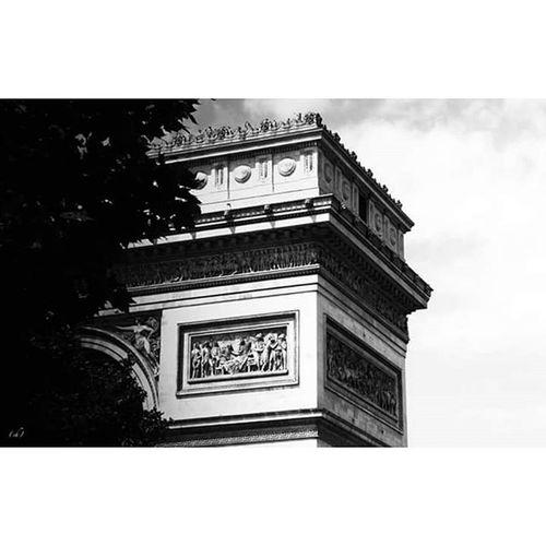 Triumph Triomphe Arc Arcdetriomphe Arcoftriumph Triumpharch Paris Etoile Charlesdegaulle Champselysées Paname Noiretblanc Blackandwhite Timide Timidity Verguenza Turismo Tourist Art Architecture Tourisme Parisien
