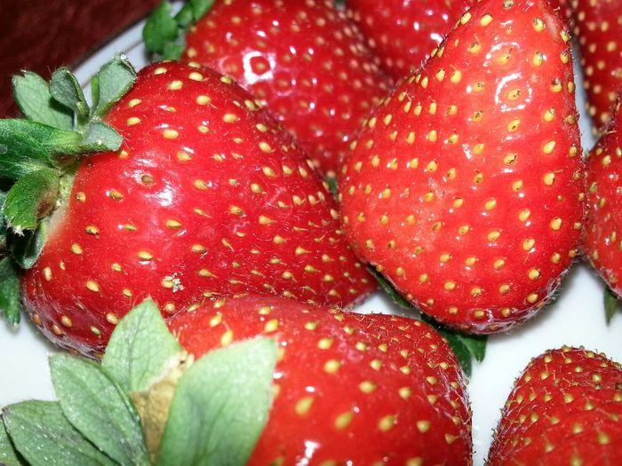 Strawberry توت فرنگی قرمز بزن