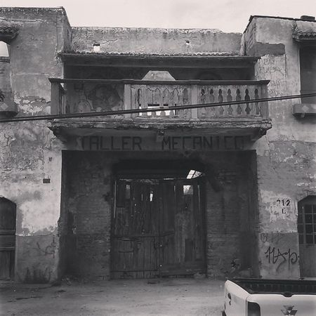 Me recuerda a una pelicula de vaqueros ????? ArquitecturaVieja Oldmovies CelayaGto Mexico