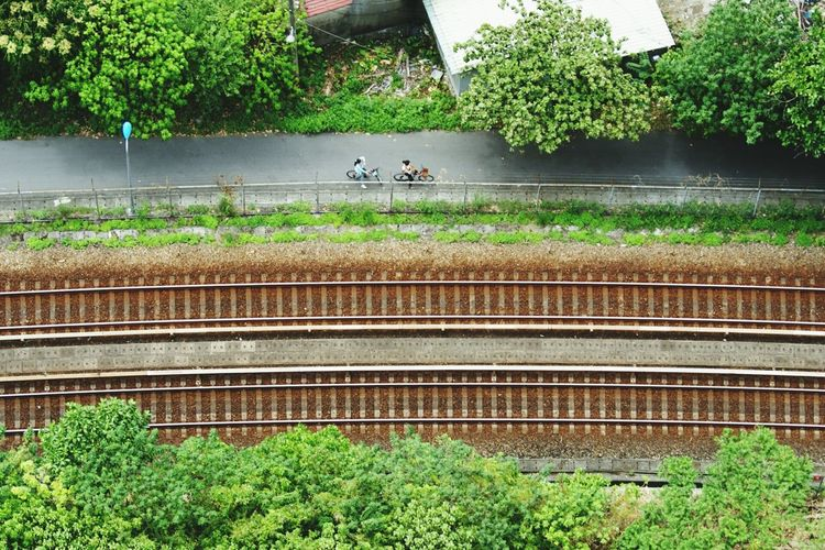 Small And Swift South Railway Cycling From The Rooftop Urban Geometry Notes From The Underground Rule Of Thirds Railroad Tracks View From Above Flying High California Dreamin Stories From The City