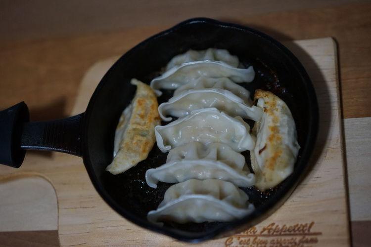 餃子を焼いてみた。美味しくできました。Food No People Close-up Indoors  Skilet Pan Cooking Life Cooking At Home Cooking