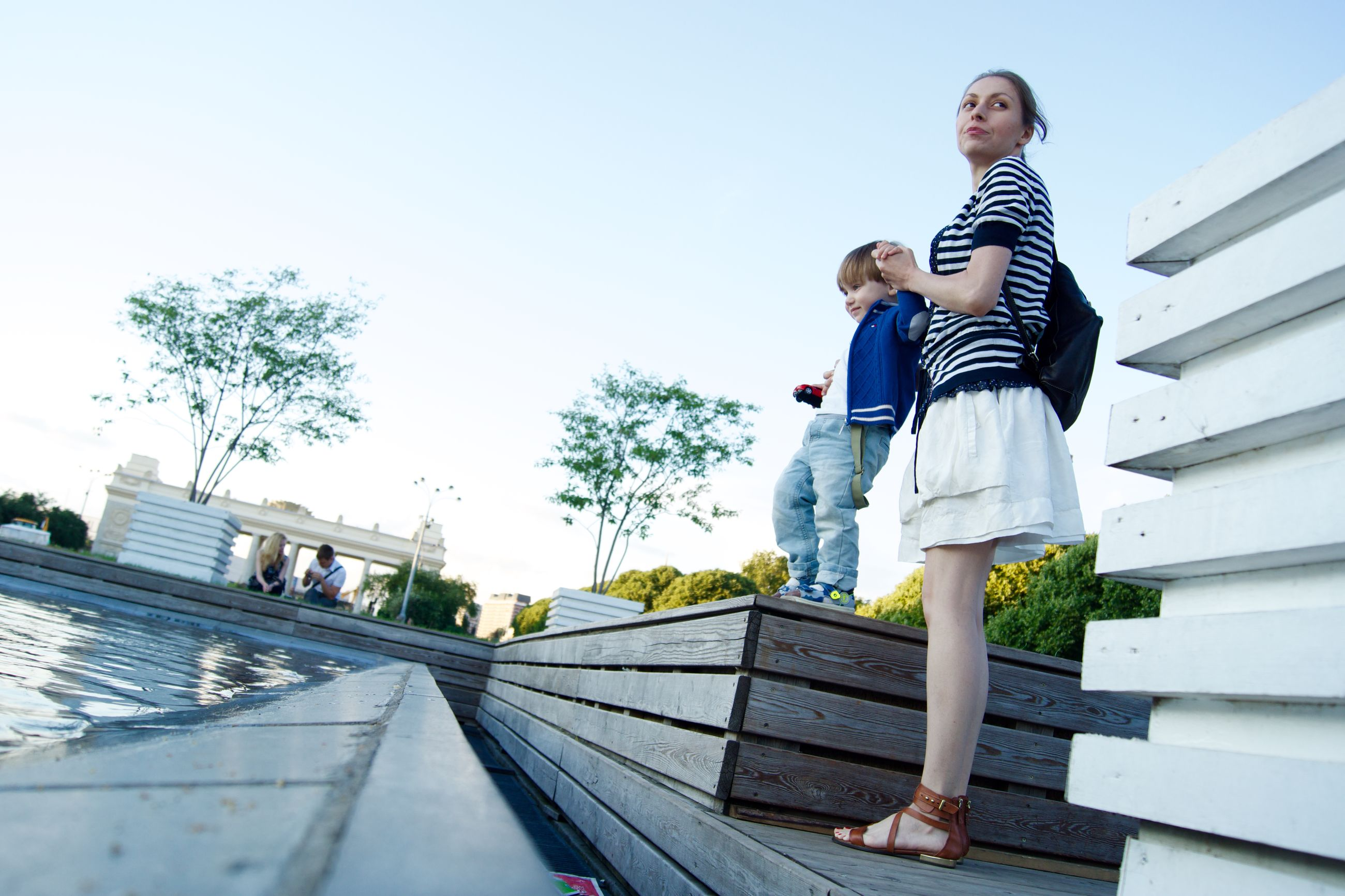 full length, casual clothing, built structure, person, building exterior, lifestyles, young adult, architecture, clear sky, standing, young men, railing, leisure activity, front view, day, copy space, sky, looking at camera