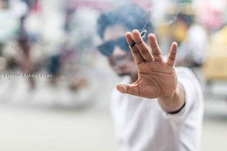 Smoking Blacks. Portrait Obscura - 1. @lensculture Lenscultureportrait Cigarettes Photographer Portrait Bokeh Portraiture Bangladesh Smoking PortraitPhotography Streetphotography Candid Candidphotography 50mm Canoncameras Mood_family Discoverportrait Portraitmood Makeportraits Rsa_portraits Earth_portraits Portraitpage Igportrait Resourcemag Azeezkhanphotography The Portraitist - 2016 EyeEm Awards