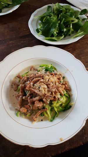healthy food Soulfood Slowfood Mushrooms 🍄🍄 Mushroom Zoodles Zucchini Salad Chanterelles Plate Healthy Eating Vegetable Savory Food Ready-to-eat Freshness Food No People Vegetarian Food Indoors  Appetizer Comfort Food Day