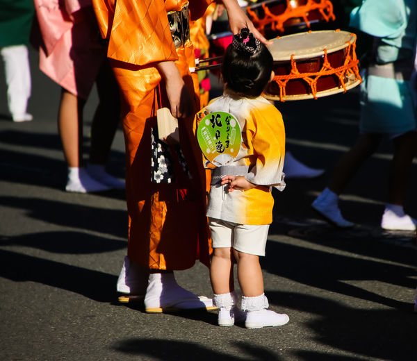 street shot / family / Moms & Dads Real People My Best Photo Peaple Holding KimonoStyle Street Photography Traditional Clothing Outdoors we are family