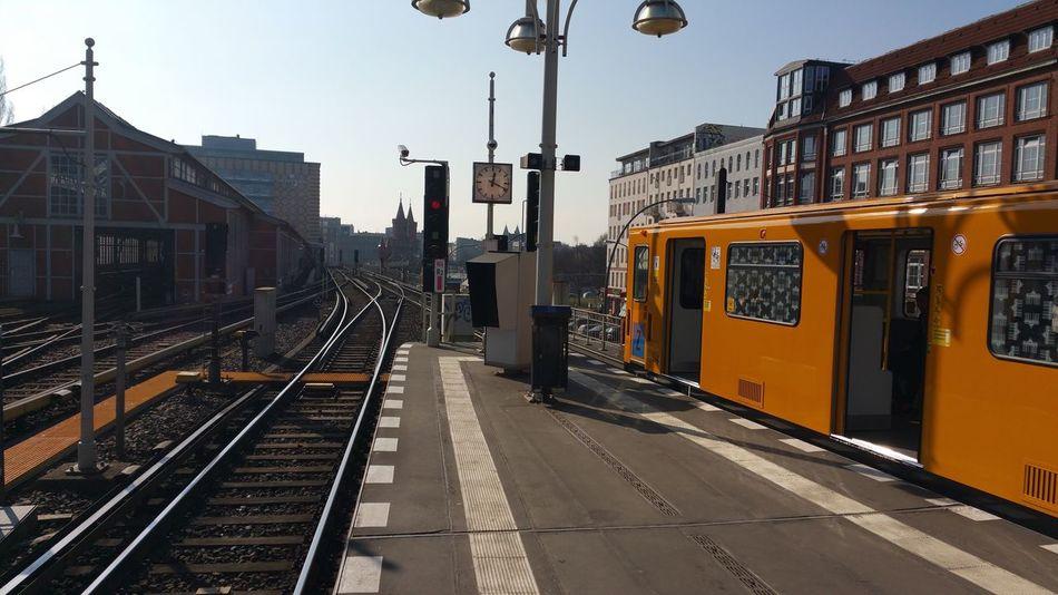 Blick vom U-Bahnhof Warschauer Straße in Berlin zur Oberbaumbrücke , Deutschland Landscape Hello World Enjoying Life Hi! Cheese! Bridge Turm 2016