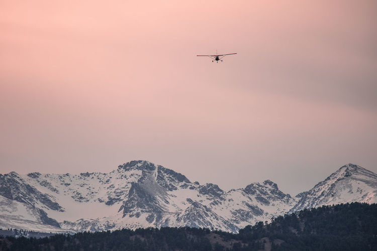 Colorado Boulder Nature Mountain Air Vehicle Flying Transportation Airplane Sky Mode Of Transportation Mid-air Beauty In Nature Sunset Scenics - Nature Snow Mountain Range Winter Cold Temperature Travel Motion Snowcapped Mountain No People Outdoors Aerospace Industry Plane Mountain Peak