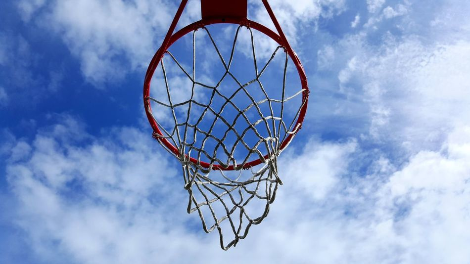 Basketball - Sport Basketball Hoop Sport Net - Sports Equipment Cloud - Sky Sky Leisure Games Day Making A Basket Outdoors No People Competition Court Sport Time Sport In The City Sportive Be Active Activity Urbaine Urbain Life Panier De Basket Panier Point