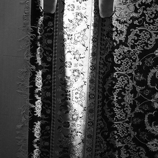 اللهم_عجل_لولیک_الفرج خیز که جان آمدست جان و جهان آمده است دست زنان آمدست ای دل دستی برآر آب حیات آمدست روز نجات آمدست قند و نبات آمدست ای صنم قندبار سیاه_سفید بازی_سایه سایه روشنایی امروز امام زمان ظهور Blackandwhite Leg Me Light Photography Reflection B &w