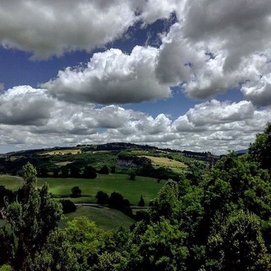 """Così tra questa Immensità s'annega il pensier mio"" Leopardi Infinito Urbino Montefeltro Marche Marcheforyou Collinemarchigiane Italia Italy Whatitalyis Igersmarche Landscape Skylovers Sky SkyClouds Green Nature Naturelovers Clouds Cloudscape Cloudslovers Lategram Paesaggio Panorama Cameraconvista"