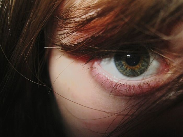 Autoportrait Eyes Eyeselfie Hair Green Eyes Taking Photos Light And Shadow Light Artistic Photo Shadows Natural Look  Faces Of EyeEm Face Eyesight EyeEm Gallery Eyemphotos Eyemcolorphotos Picture Pictureoftheday Colors Illumination Illuminated Illusion Illustration Myself