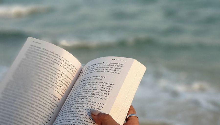 هدوء تصوير  تصويري  قراءة كتاب البحر الأمواج ساره بورتريه Art Quiet Moments Adelzone White Beach Water Waves Reading Alone Water Beach Paper Sand Summer Sea Text Close-up Knowledge Page Typewriter Book Book Cover