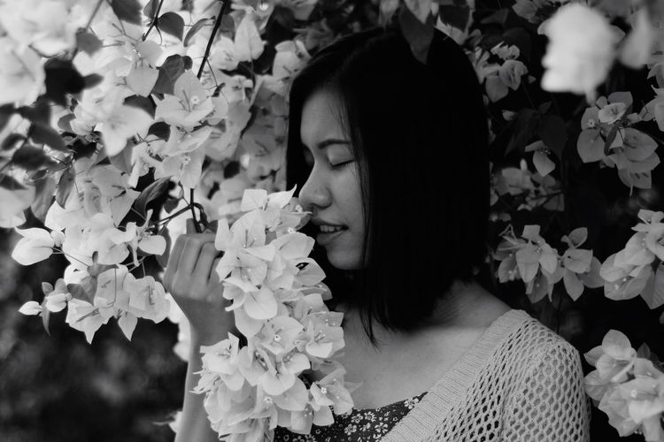 Flower Black & White Canon Eos M2 50mm F/1.7 Minolta Lenses Headshot Leisure Activity Real People Outdoors Nature Plant Freshness Flowering Plant Portrait Eyes Closed  Hairstyle EyeEmNewHere