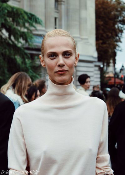The always so kind Aymeline Valade - Chloe Exit - September 2016. 📸 http://allaboutthemodels.blogspot.com/2016/10/aymeline-valade-chloe-exit-september.html 📸 AymelineValade Model Parisfashionweek Street Style Street Photography Modeling Ready To Wear High Fashion Pret A Porter Haute Couture Fashionweek Chloe