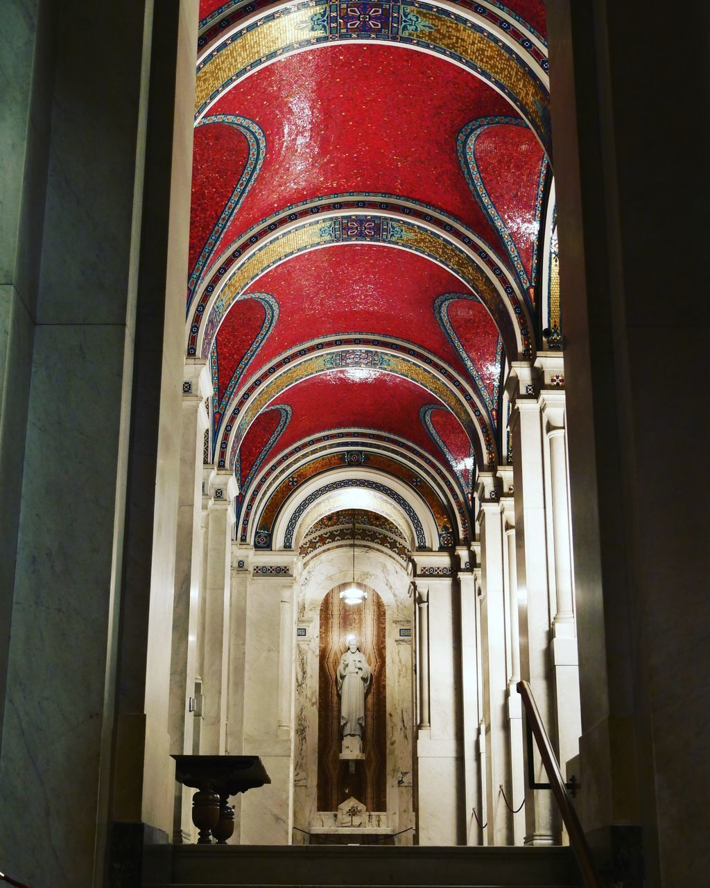 LOW ANGLE VIEW OF ARCHWAY IN HISTORIC BUILDING