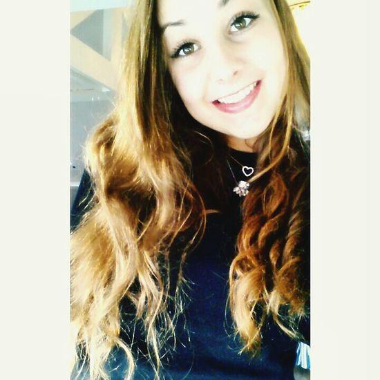Selfie Hairstyle Curls Browneyes ❤