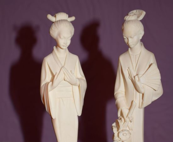 Geisha Geishas Horizontal Human Representation Indoors  Light And Shadow No People Shadow Statue Women Italian Artist Alabaster Two Is Better Than One Portrait Beauty In Ordinary Things Art Photography Artandculture Artistic Photo The Still Life Photographer - 2018 EyeEm Awards The Creative - 2018 EyeEm Awards Capture Tomorrow