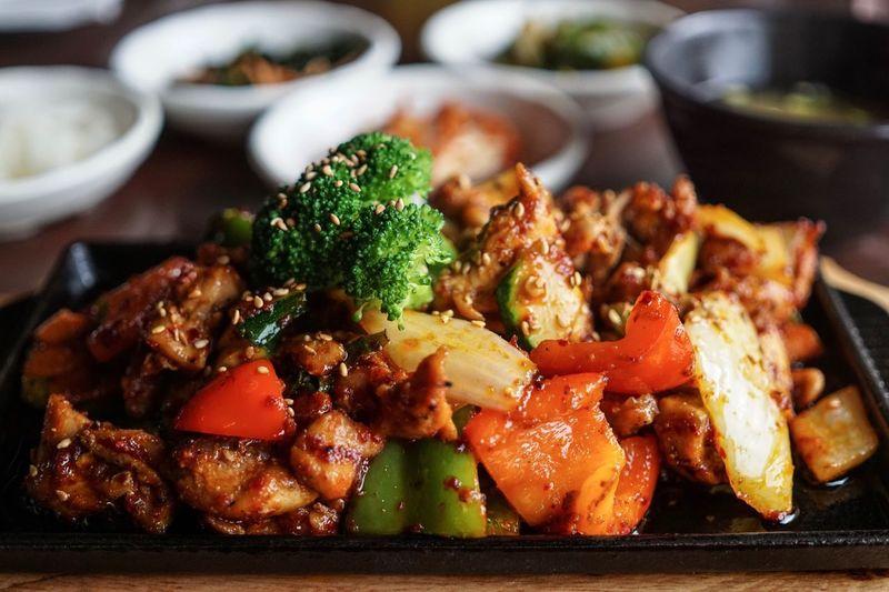 Chicken Meat Korean Food Food Ready-to-eat Plate Meal No People Close-up Chicken Bulgogi Bulgogi Vegetable Indoors  Serving Size EyeEmNewHere EyeEm Selects EyeEm Best Shots Foodphotography