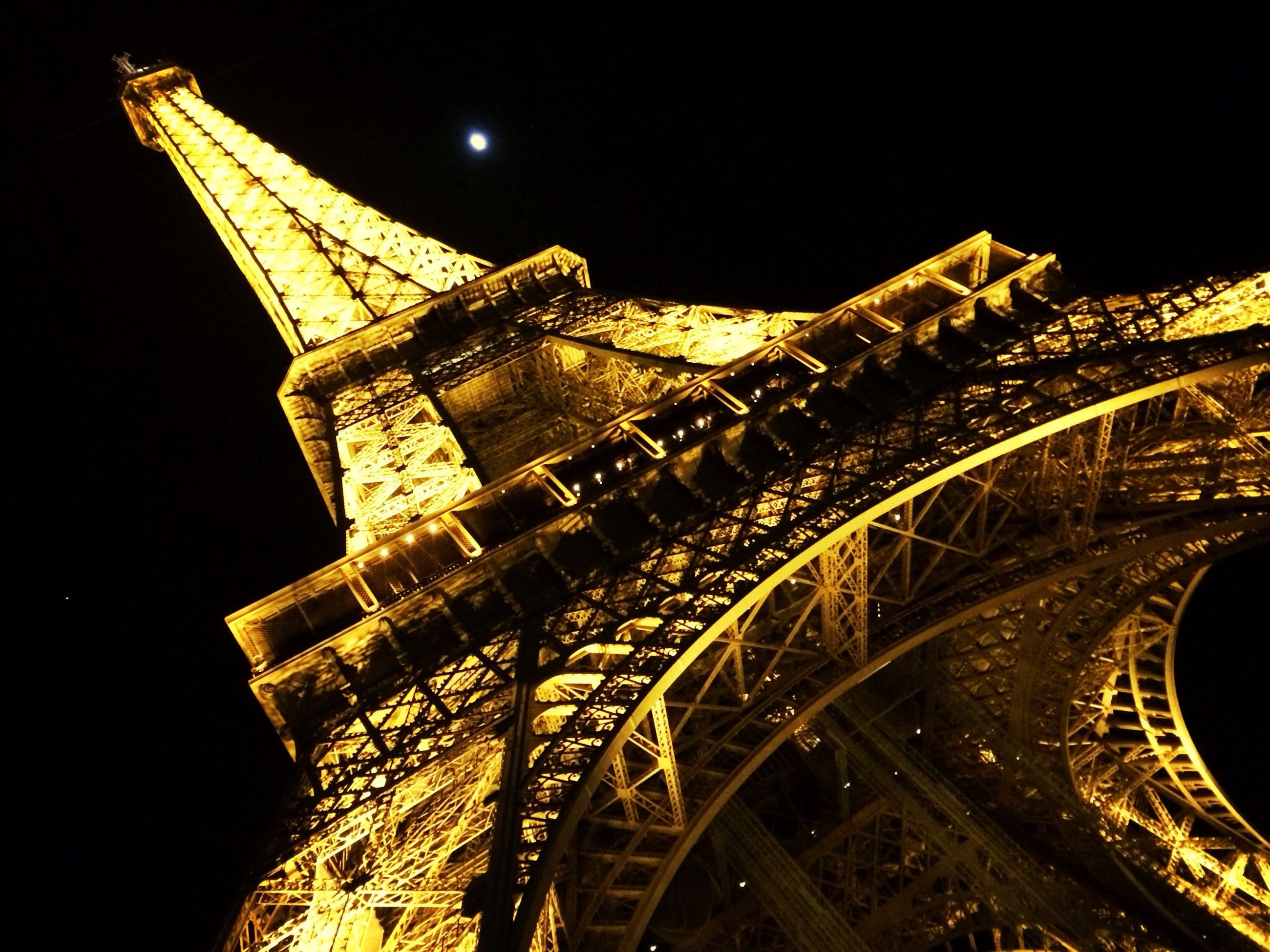 architecture, built structure, night, low angle view, international landmark, famous place, building exterior, travel destinations, tower, clear sky, illuminated, tourism, travel, capital cities, eiffel tower, tall - high, history, copy space, city, culture