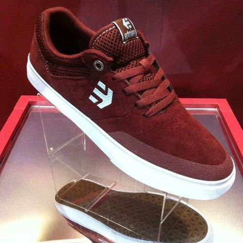 Size 7 please! Etnies Maraña