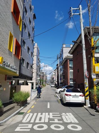 one way EyeEm Gallery Small Town Autumn City Car Sky Architecture Built Structure Road Road Marking