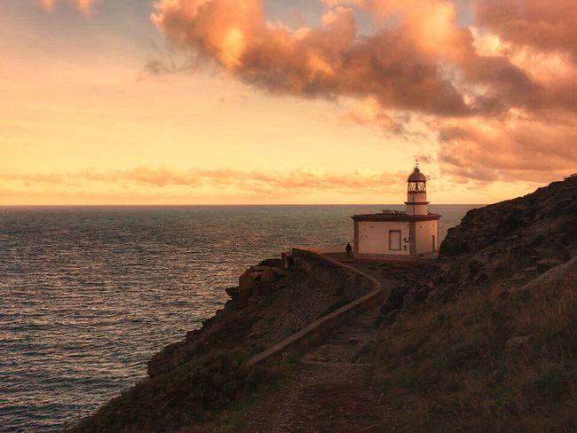 Meravelles!!! 😍 Sea Sunset Horizon Over Water Scenics Beauty In Nature Sky Nature Sunset_collection Sunlight Sunset #sun #clouds #skylovers #sky #nature #beautifulinnature #naturalbeauty #photography #landscape