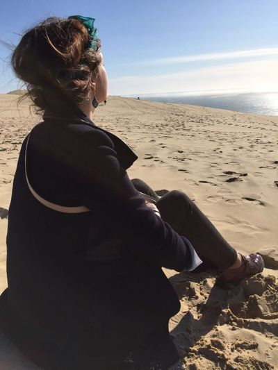 One Person One Woman Only Lifestyles Real People Sea Outdoors Nature Vacations Sand People Dune Du Pyla Dunes Hot And Cold Détente Meditation Introspection