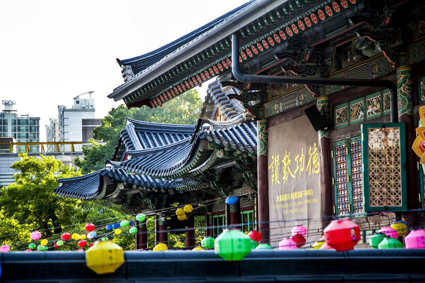 Absence Architecture Bench Bongeunsa Buddhism Buddhist Temple Built Structure Culture Cultures Eaves Empty Incidental People Men Ornate Park Place Of Worship Railing Religion Roof Tile Sitting Spirituality Tradition Women