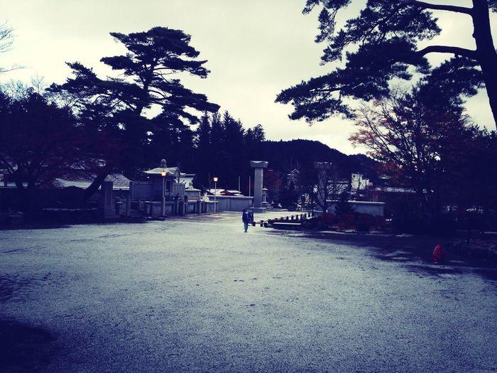 薄化粧 Soul Searching Praying Meditating Snowing