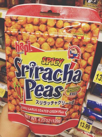 How come I didn't know about this!? Taking Photos Sriracha Sriracha Peas Snack In My Mouf Yummy Omg Must Have Check This Out