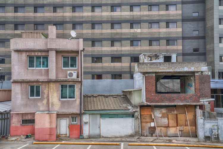 Building Exterior Built Structure Architecture Window Building No People Residential District Day City Outdoors Low Angle View Old In A Row Side By Side Glass - Material Full Frame Abandoned Nature Roof Apartment