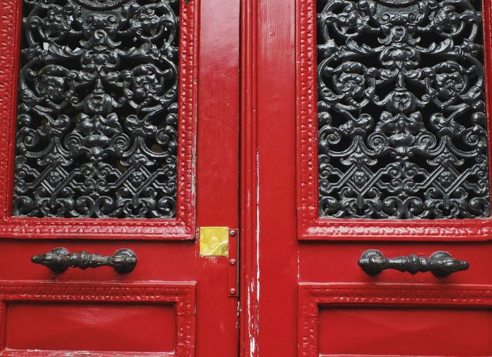 EyeEm Best Shots Taking Photos Taking Pictures Doors Doors With Stories Doors Lover Red Full Frame Wood - Material Backgrounds Protection Pattern Door Safety Closed Close-up Door Knocker Handle Handlebar Keyhole Mail Slot Front Door Locked Closed Door Key Ring Door Handle