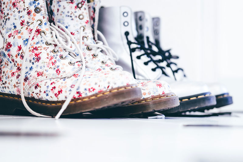 Boots Close-up Day Doc Martens Dr Martens Footwear Indoors  Kultobjekt No People Schuhe  Schuhe Mit Blumen Schuhladen Shoe Shop Shoe Store Shoes Shoes Of The Day Shoes With Flowers Walking