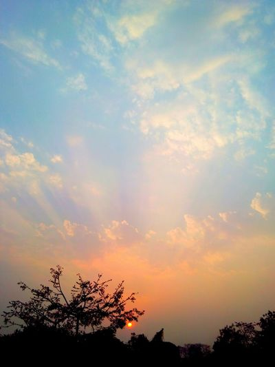 What a beautiful sunset Sunset Beautiful Taken By Me Hello World Girls Nature EyeEm Nature Lover Cameraporn Mobile Photography Alone