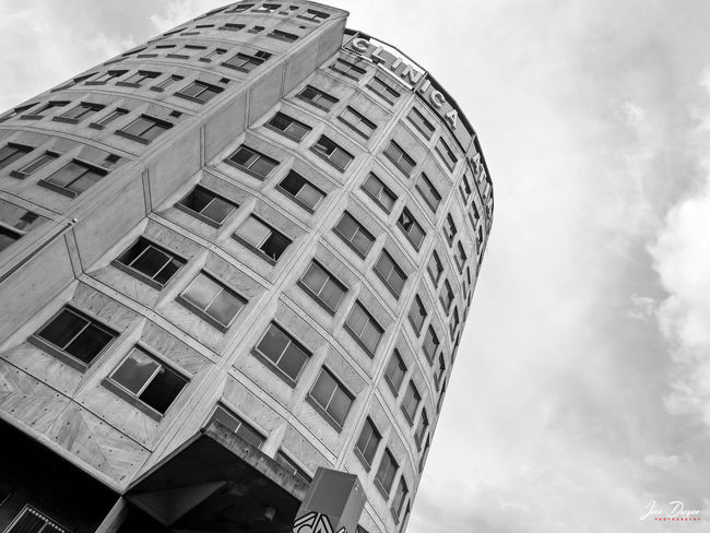 CLÍNICA ATIAS... Architecture Architecture Black & White Blackandwhite Building Building Exterior Built Structure Caracas City City City Cloud - Sky Concrete Concretedesign Fujifilm Low Angle View Modern Sky Skyscraper Streetphotography Urban Venezuela The Architect - 2017 EyeEm Awards