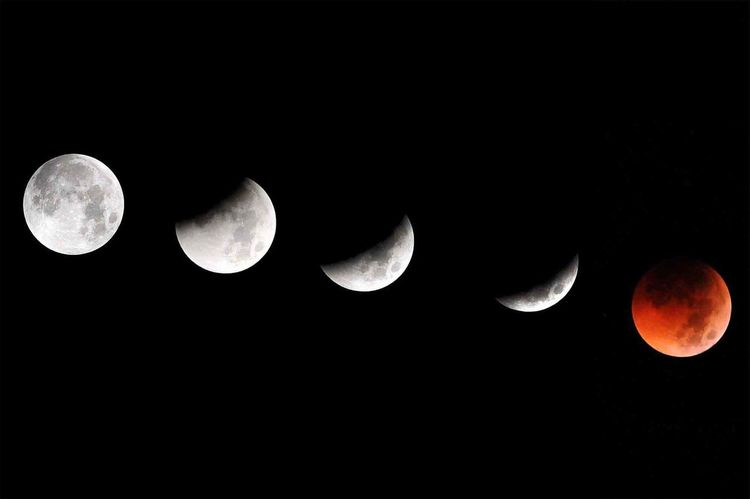 the process of the lunar eclipse until it is red at night Lunar Eclipse Moon Nightphotography Red Moon Eclipse Eclipse Process Natural Phenomena Sky Sky Jakarta