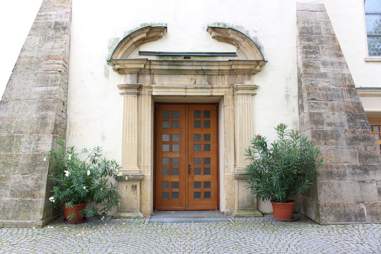 - church entrance - Architectural Column Architecture Building Building Exterior Built Structure Church City Day Entrance Exterior Façade Green Color Growth Hidden Gems  Historic No People Ornate Outdoors Plant Potted Plant Urban Geometry Adapted To The City Art Is Everywhere