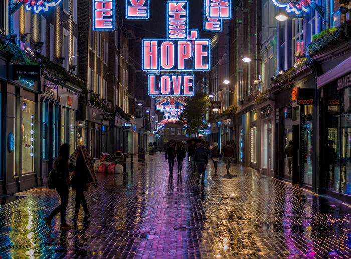 Love Hope Winter Christmas Lights Street Streetphotography Saturation Reflection Rain Lieblingsteil