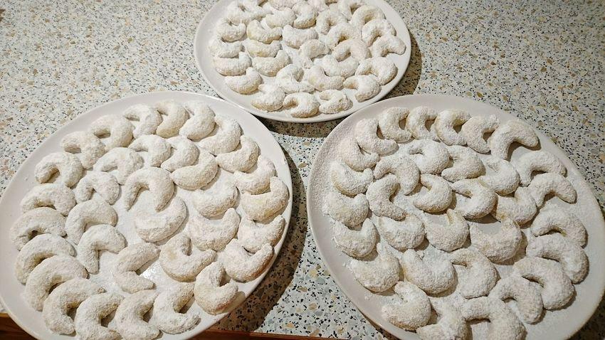 So, die Kinder können kommen! Ihre geliebten Vanillekipfel sind fertig! Cake Kekse Backen Vanillekipferl Mama Backt Advent Weihnachtsbäckerei