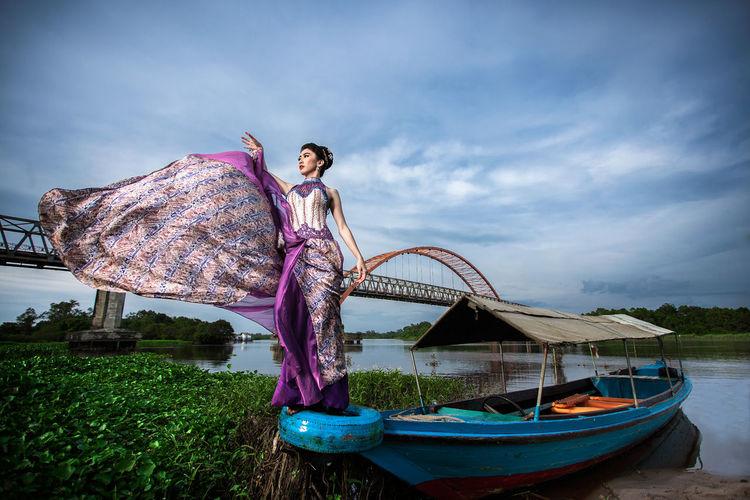 Benang Bintik Dress Water Full Length Standing Young Women Happiness Women Sky
