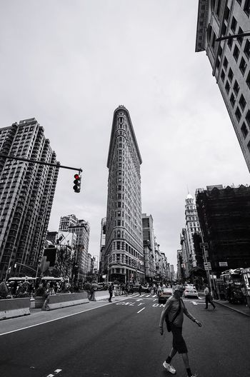New York flatiron #photography #EyeEmNewHere #blackandwhite #EyeEm #streetphotography #Splash #new York #NewYork  #flatiron City Sky Architecture Office Building Tower Street Art