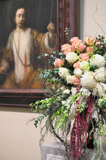 Art Art Is Everywhere Bouquet Close-up Display Duality Florist Flower Focus On Foreground Fragility Freshness Indoors  Like Objects Together Matching Minneapolis Institute Of Art Minneapolis Minnesota No People Painting Plant Representation Similarity Two Of A Kind FUJIFILM X-T1