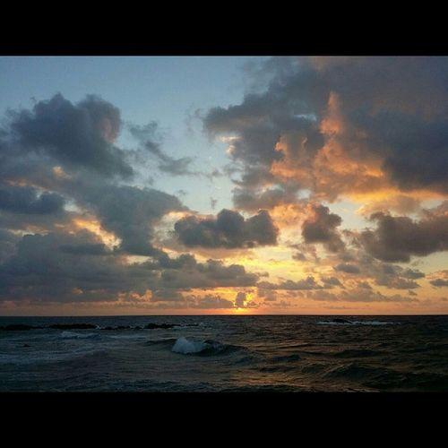 Sunrise Hi_life 808love Bigislandlove Beautifulxhi Puna East_side Goodmorning Luckywelivehawaii Sun Clouds Orange Yellow Blueskies Windy Blessed  Colors Simplyperfect Apprecation 📷 @_hapawaiianesianese_ 👍👍👍