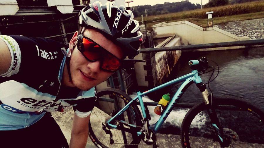Myslím, že si budeme rozumět!! Newbike Me Canyon Relax Lifestyles Outdoors Day FreeTime Smile ✌ Cycling