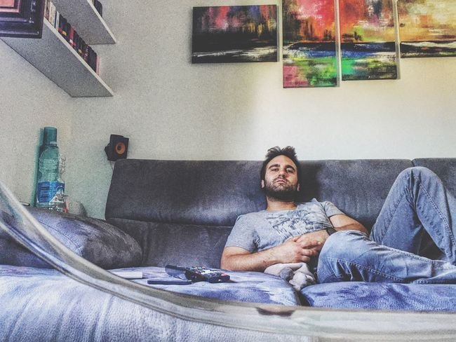 Relaxing at home✌🏼️ Home Sweet Home Relaxing Relaxing Moments Guy Italian Tshirt Portrait Men Nice Colorful My Home Sexyselfie Me Myself And I Peace Hi! That's Me Face