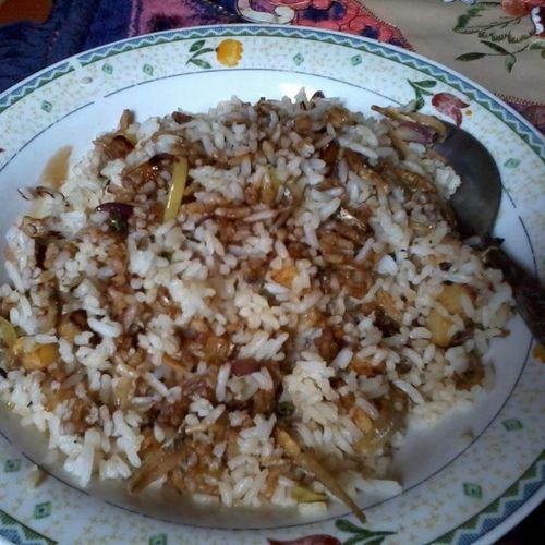 Nasi goreng ikan bilis dengan kundang dan kentang goreng...ermmm...nomnomnom panas lagi..yuk mamam... Food Nasigoreng Kundang Nyummy